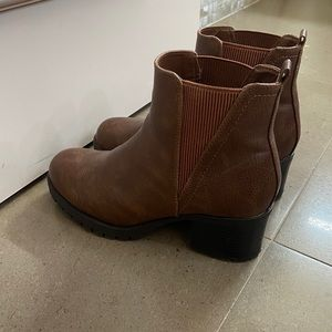 MIA Brown heeled booties